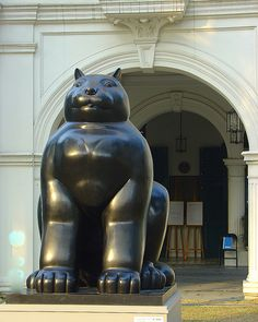 Fernando Botero cat statue Singapore, cats, cat sculpture, cat art