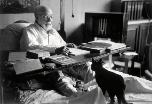Henri Matisse and his cat. © Robert Capa © International Center of Photography Magnum Photos.