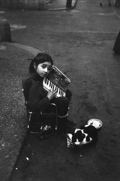 Girl with Cat, Ferdinando Scianna