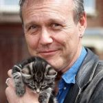 Anthony Stewart Head and cat, famous cat lovers