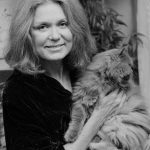 Gloria Steinem and cat