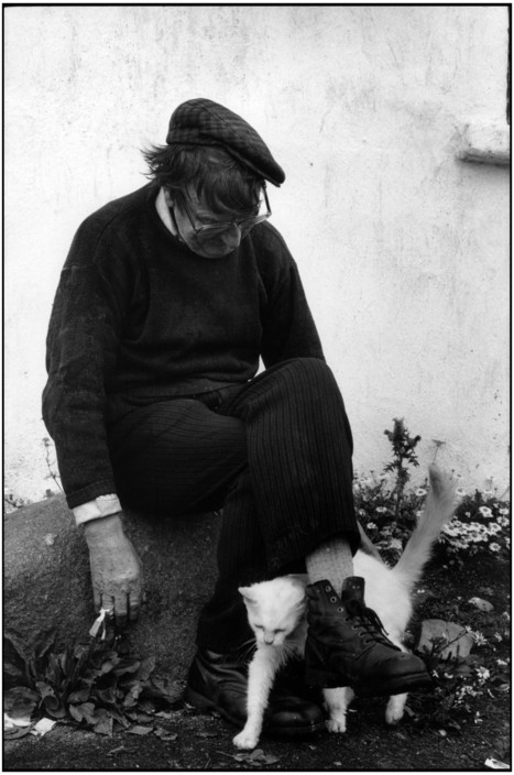 Man and Cat, Donegal County. Tory Island, Martine Franck